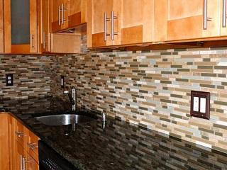 Posa piastrelle cucina su superficie irregolare vito for Posa alzatina cucina